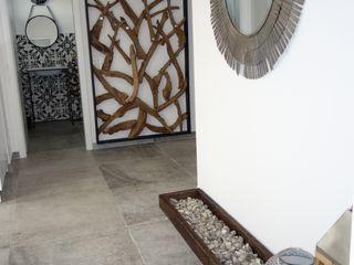 Stilschmiede - Berlin - Interior Design Country style corridor, hallway& stairs Engineered Wood Grey