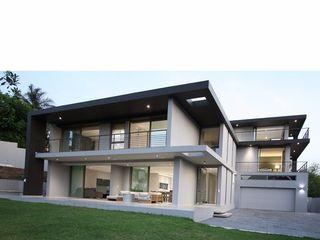 E2 Architects Сад в стиле минимализм Стекло Серый