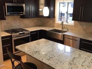 Kitchen Krafter Design/Remodel Showroom Cocinas de estilo clásico