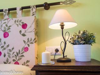 Home & Haus   Home Staging & Fotografía غرفة نوم Beige