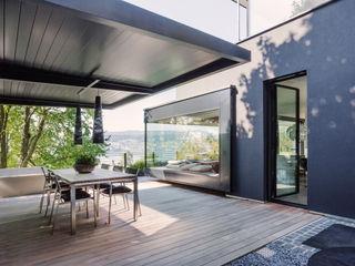 meier architekten zürich Balkon, Beranda & Teras Modern Kayu Black