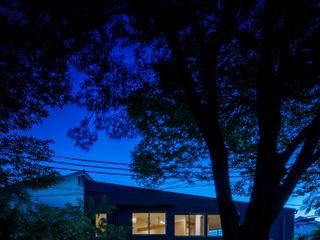 小笠原建築研究室 Modern houses Wood Black