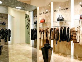 Дизайн-проект магазина LuxEmotion Хандсвел Офисы и магазины в стиле модерн Бежевый