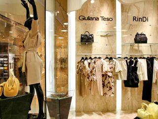 Дизайн-проект магазина LuxEmotion Хандсвел Офисы и магазины в стиле модерн Янтарный / Золотой