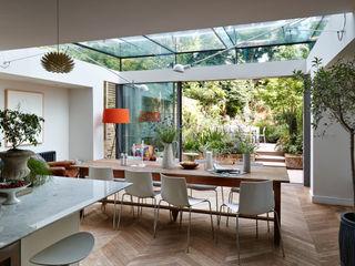 Single Storey Rear structurally glazed Extension with minimal frame triple track sliding doors Trombe Ltd Столовая комната в стиле модерн
