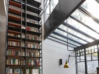 Double Height Glazed Industrial Style Steel Frame Extension Trombe Ltd Медиа комната в стиле модерн Металл Черный
