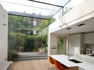 Islington Square Rear Extension Trombe Ltd Кухня в стиле модерн Стекло