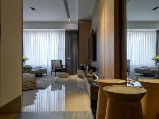 三輝謙匯.引暖 DYD INTERIOR大漾帝國際室內裝修有限公司 現代風玄關、走廊與階梯