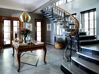 AA HOUSE EMIRGAN Esra Kazmirci Mimarlik Mediterranean style corridor, hallway and stairs