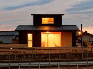 磯村建築設計事務所 Rumah Modern Besi/Baja Black