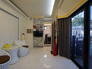 築地岩移動宅 Asian style living room Bricks White
