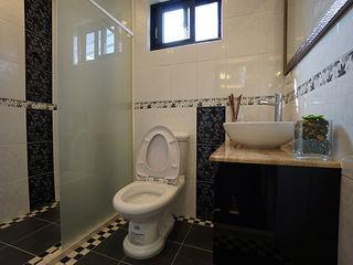 築地岩移動宅 Asian style bathroom Tiles White