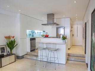 CENTRAL ARQUITECTURA Salas de estilo moderno Blanco