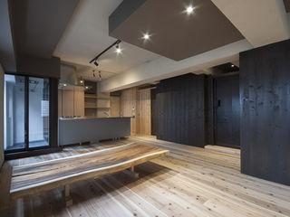 森村厚建築設計事務所 Salas de estilo asiático Madera maciza Acabado en madera