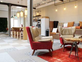 Roof Design Studio Oficinas de estilo ecléctico