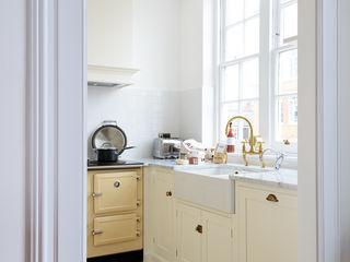 The Shaker Clerkenwell Kitchen by deVOL deVOL Kitchens Кухня Білий