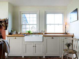 The Lidham Hill Farm Kitchen by deVOL deVOL Kitchens Кухня Білий