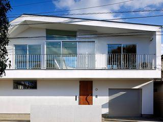 「水と光のある暮らし」吉祥寺のプールハウス TAMAI ATELIER モダンな 家 白色
