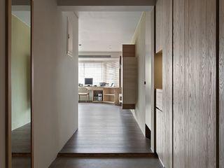 禾光室內裝修設計 ─ Her Guang Design Rustic style corridor, hallway & stairs