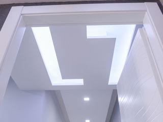 yesHome Pasillos, vestíbulos y escaleras de estilo moderno