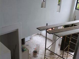 EcoDESING S.A.S DISEÑO DE ESPACIOS CON INGENIO Wiejski korytarz, przedpokój i schody