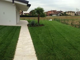 Giardino Privato Villa a Centenaro Quartiere Fiorito Giardino minimalista Verde