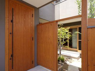stage Y's 一級建築士事務所 الممر الحديث، المدخل و الدرج خشب Grey