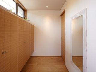 stage Y's 一級建築士事務所 الممر الحديث، المدخل و الدرج خشب White