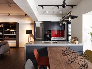 訂製溫暖工業宅,成就單身男子的自在空間 合觀設計 餐廳