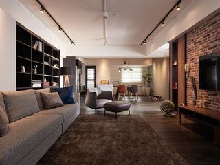 訂製溫暖工業宅,成就單身男子的自在空間 合觀設計 客廳
