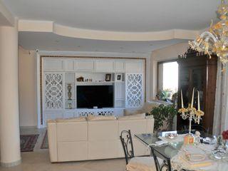 Gli Artigiani dei f.lli M.& S. Cordi snc Living roomTV stands & cabinets Solid Wood White