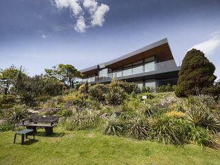 Wick Lane, Christchurch. Jigsaw Interior Architecture Modern Houses Glass Black