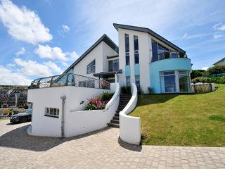 Sea House, Porth   Cornwall Perfect Stays Rumah Gaya Eklektik