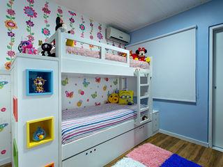Milla Holtz & Bruno Sgrillo Arquitetura 嬰兒房/兒童房 Multicolored
