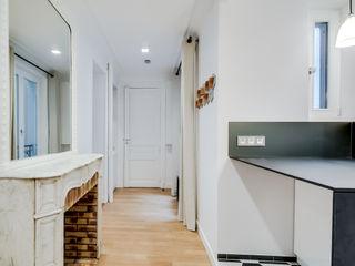 ATELIER FB Modern Corridor, Hallway and Staircase