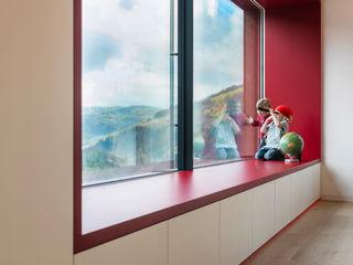 Cloud Cuckoo House ÜberRaum Architects Modern living room
