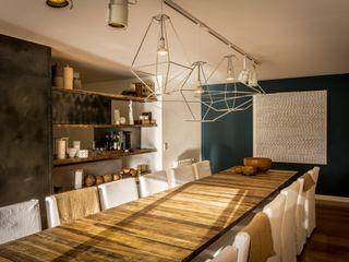 Interiores B.AP Rustykalna jadalnia Drewno Niebieski