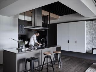 寬度 空間設計整合 Cocinas de estilo moderno