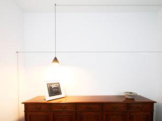 Andrea Orioli Pasillos, halls y escaleras minimalistas Blanco