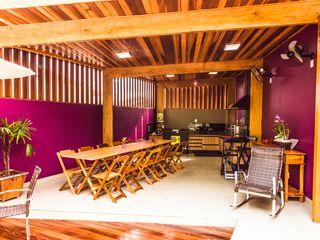 Bianca Ferreira Arquitetura e Interiores Kitchen Solid Wood Purple/Violet