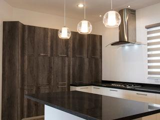 RESIDENCIA GACO Excelencia en Diseño Cocinas minimalistas Derivados de madera Ámbar/Dorado
