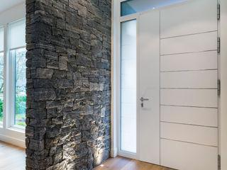Alice D'Andrea Design Modern corridor, hallway & stairs Granite White