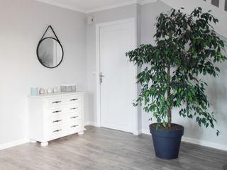 SAMANTHA DECORATION Moderne gangen, hallen & trappenhuizen