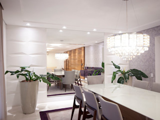 Haus Brasil Arquitetura e Interiores Eclectic style dining room Glass White