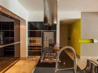 MORADA CUATRO Cocinas modernas: Ideas, imágenes y decoración