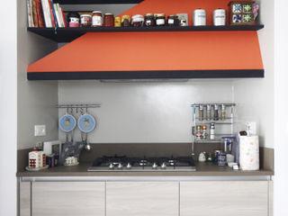 Andrea Orioli Cocinas de estilo moderno Naranja
