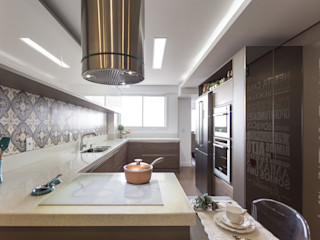 Cassiana Rubin Arquitetura Minimalist kitchen MDF White