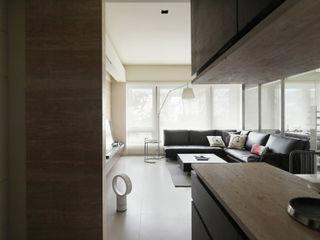 大荷室內裝修設計工程有限公司 Minimalist corridor, hallway & stairs