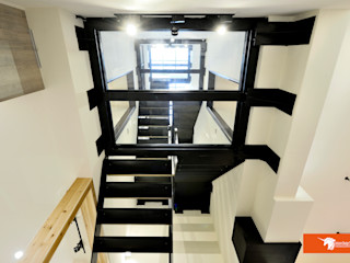 天朗氣清-王家老宅翻新 Unicorn Design 隨意取材風玄關、階梯與走廊
