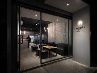 大荷室內裝修設計工程有限公司 industrial style corridor, hallway & stairs